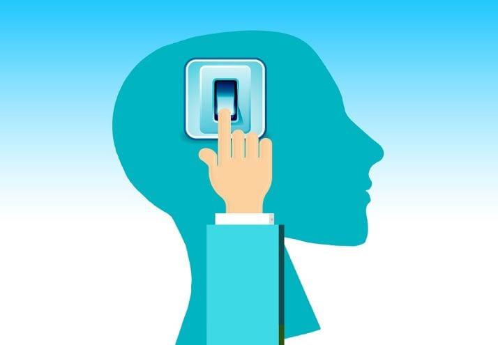 Gatilho Mental: imagem de uma mão tocando no interruptor para ascender a luz.
