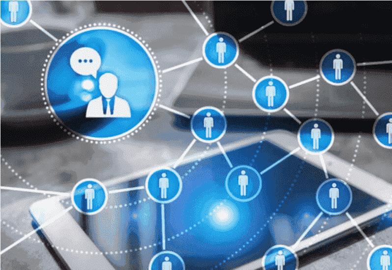 redes sociais: um celular branco está jogado sobre uma mesa e acima dele sai uma série de redes conectando bonecos de pessoa, em ilustração com as cores azul e branco.